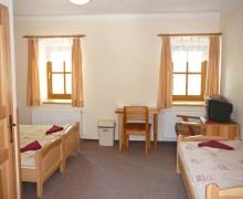 Třílůžkový pokoj v penzionu U lípy